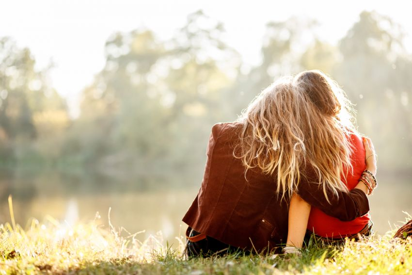 Hug: ¿Un Abrazo Virtual Significa tanto como un Abrazo Real?