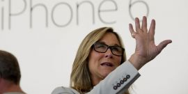 angela-ahrendts-invierte-tiendas-fisicas-apple